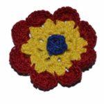 Broșă croșetată tricolor